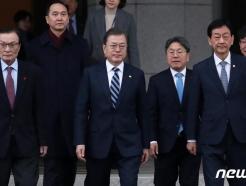 """日 """"강제징용 배상, 한국이 해결해야""""…한중일 정상회의 연기"""