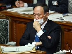 [사진] 시정방침 연설 마친 스가 총리의 침울한 표정
