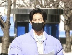 [사진] 동방신기 유노윤호 '손에는 대본'