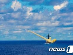 """中, 美군함 대만해협 통과 반발…""""지역 안정·평화 저해"""""""