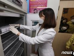 [사진] 냉장고에 보관되는 아스트라제네카(AZ) 백신