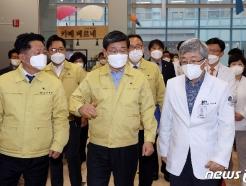[사진] 전해철 장관, 코로나19 백신 예방접종 준비상황 현장 점검