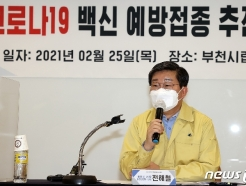 [사진] 코로나19 예방접종 준비상황 점검나선 전해철 장관