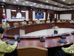 [사진] 중대본 회의에서 모두발언하는 전해철 장관