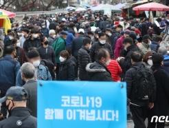 [사진] 주말 동묘시장 찾은 시민들