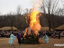 [사진] 한국민속촌 달집태우기