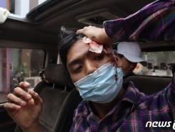 """미얀마 시위 사망자 계속 늘어…유엔 """"일요일 하루 18명 사망"""""""