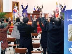 [사진] 102주년 3.1절 맞아 '만세삼창'