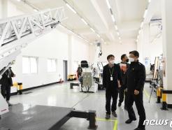 [사진] 소방장비센터 찾은 이흥교 차장