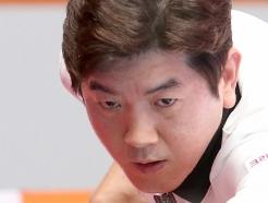 [사진] 16강전 경기 펼치는 김재근