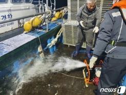 여수 해상서 29톤급 어선 기관실 침수…7명 모두 구조