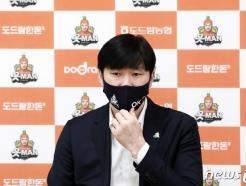 """자력 봄배구 어려워진 OK 석진욱 감독 """"부담감을 이기지 못했다"""""""