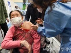 '11월 집단면역' 의지…백신접종 속도내고 대상자 늘린다
