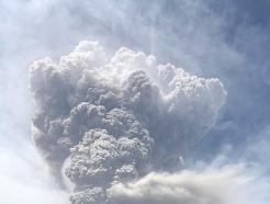 카리브해 세인트빈센트 화산 결국 폭발…화산재 6km 상공까지