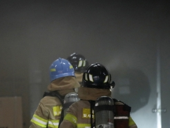[사진] 화재 진압하러 들어갑니다