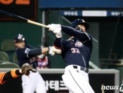 [사진] 김재환, 한화전에서 터진 3점 홈런
