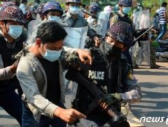 미얀마 군부, 19명 사형 선고에 인권단체 등 반발…막말도 이어져