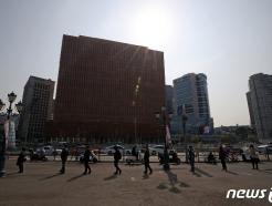 [사진] '길게 이어진 검사 행렬'