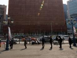[사진] '휴일에도 이어진 검사 행렬'