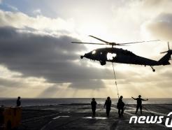 대만해협, 東亞 화약고?…美구축함·정찰기에 中전투기·항모 집결