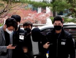 [사진] 유흥주점 60대 점주 성폭행한 중국인 영장실질 심사 출석