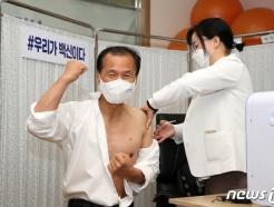 [사진] 최문순 강원지사 AZ백신 접종