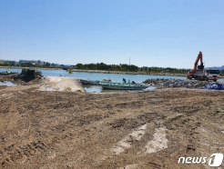 용원어촌계 해수부 방문 시위…방재언덕 공사 갈등 악화일로