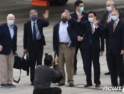 [사진] 대만 도착한 바이든 정부 첫 비공식 대표단