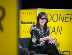 캐시 우드 코인베이스에 투자해 2.5억 달러 벌어