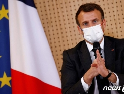 프랑스 간 젤렌스키, 마크롱·메르켈과 러시아 긴장 논의