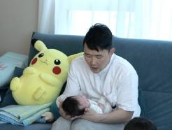 '1호' 윤형빈 개과천선? 독박육아에 생후 3개월 붕어빵 딸 공개까지