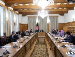 [사진] 회담하는 블링턴 국무와 가니 아프간 대통령