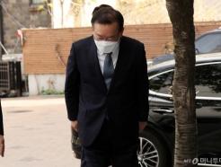 [사진]인사하는 김부겸 총리 후보자