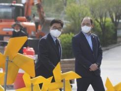 [사진] 봉하마을 찾은 우원식 당대표 후보