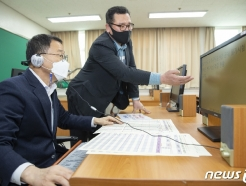 [사진] 공무원 시험 장애인 편의지원 시설 점검하는 김우호 처장