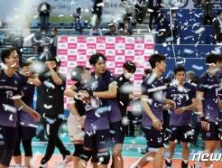 [사진] 데한항공, 4번째 도전 만에 프로배구 통합 우승