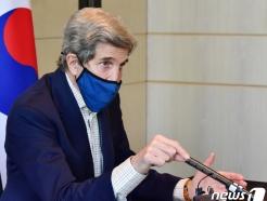 """[사진] 케리 美 특사 """"日, IAEA와 오염수 방류 긴밀 협력 확신"""""""