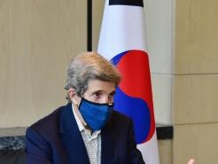 """[사진] 美 케리 특사 """"IAEA 검증기준 지지…日와 IAEA 공조 지켜볼 것"""""""