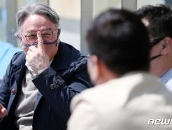 [사진] 코치진과 함께 경기장 찾은 김경문 감독