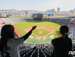 [사진] 파란 하늘 아래 야구 즐겨요