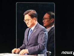 [사진] 합동토론회 준비하는 우원식-홍영표