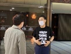 김윤덕 의원, 미얀마 소녀 '치알 신' 티셔츠 입고 국회 출석