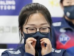 [사진] 팀킴 김선영 '마스크는 철저하게'
