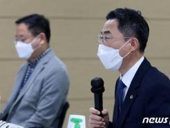 [사진] 인사말하는 용홍택 차관