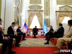 [사진] 비즐리 WFP 사무총장과 회담하는 마두로 대통령