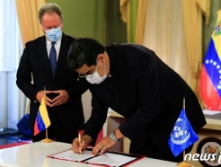 [사진] WFP 사무총장과 협정서 서명하는 마두로 대통령