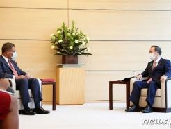 [사진] 회담하는 스가 총리와 샤마 COP26 의장