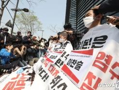 [사진] '원전 오염수 방류 결정' 집단 삭발하는 대진연