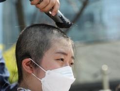 [사진] 삭발하는 대학생들 '日 방사능 오염수 방류 규탄'