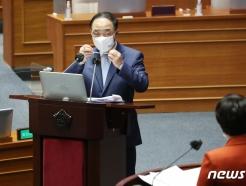 """홍남기 """"매그나칩, 핵심기술 가졌다면 中매각 막을 것"""""""